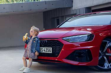 Audi-RS4-1-Avant-Girl-Banana-Advert