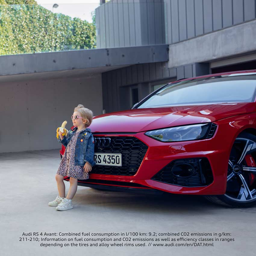 Audi-RS4-Avant-Audi Banana Girl Advert
